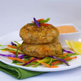 Gourmet Seafood Crab Cake with Sriracha Remoulade Sauce